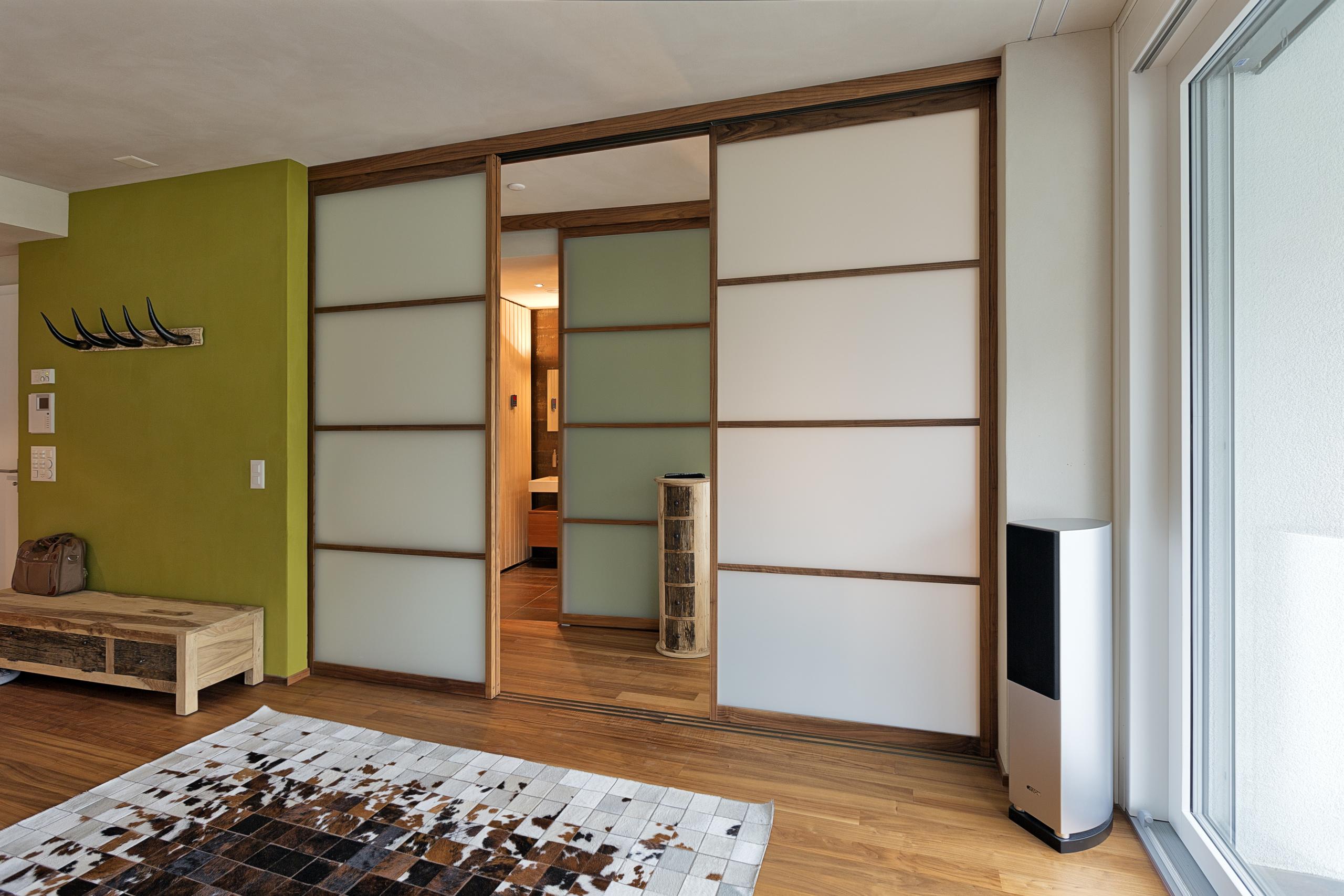 schiebet ren auf zu. Black Bedroom Furniture Sets. Home Design Ideas